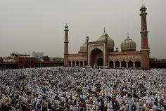 """Un millier de religieux musulmans indiens ont lancé une fatwa condamnant les actions du groupe jihadiste Daesh. Ils dénoncent des actes """"non-islamiques"""". - 15 novembre 15"""