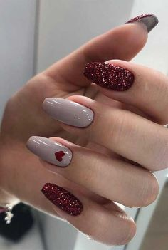 39 Ways to wear glitter nails for an Elegant Touch <br> Nothing is more elegant than a hand with perfectly manicured and elegant nails. When you first meet a person, the hands are one of. Cute Acrylic Nails, Acrylic Nail Designs, Cute Nails, Pretty Nails, Nail Art Designs, My Nails, Nails Design, Best Nail Designs, Elegant Nail Designs