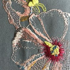 Torsdagsblomst fra arkivet Thursday flower from the archive Floral Embroidery Patterns, Japanese Embroidery, Silk Ribbon Embroidery, Cross Stitch Embroidery, Embroidered Flowers, Embroidered Silk, String Art Patterns, Creative Embroidery, Textile Fiber Art