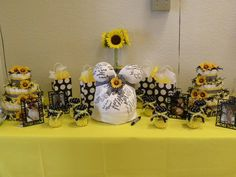 Google Image Result for http://www.dulcesevents.com/photos/Bumble-Bee-Themed-Baby-Shower/262904_364357000311784_814031430_n.jpg
