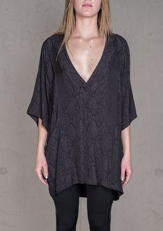 4a89685f97a06 SHIRT V-COLLAR JACQUARD SATIN SNAKE BLACK Überdimensioniertes Shirt
