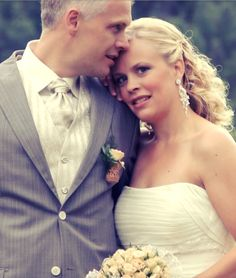 Corsage/ Knapphullsblomst med vinkork Corsage, Wedding Dresses, Fashion, Bride Dresses, Moda, Bridal Gowns, Wedding Dressses, La Mode, Weding Dresses