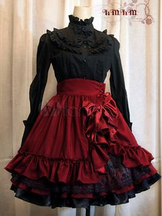 I love the layers of lace and fabric :D