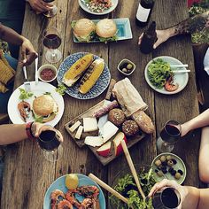 I dislike eating outside. There are just so many ways for the meal to go sideways when you're dining al fresco. But if you have to, there are ways to make it bearable. Buffet, Food Spot, Brunch Spots, Lokal, Food To Go, Food Preparation, Outdoor Dining, New Recipes, The Outsiders