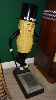 Planter's Mr. Peanut Coin-Op Scale, Mr. Peanut Scale. The Planter's peanut products are among the most recognizable in America.  Drop coin on top of top hat to check weight. These sca..., https://www.gameroomshow.com/product/archive-gallery/planters-mr-peanut-coin-op-scale/, ,
