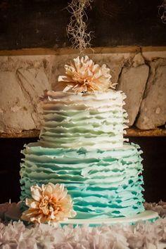 Green cake 333x500 wedding  15 Inspiring Wedding Cake Ideas