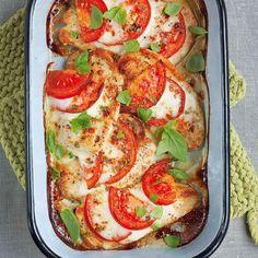 Italienisch inspiriert und unglaublich gut: Unter dem Tomate-Mozzarella-Bett verstecken sich feine Putenschnitzel.