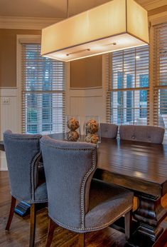 If you truly want a warm, welcoming dining room decor, then you must opt for wainscoting panels in a dining room! So let's explore some of the best wainscoting ideas you can try on your next dining room renovation and make your dining room design fancier and more welcoming. Beadboard Wainscoting, Dining Room Wainscoting, Wainscoting Styles, Wainscoting Panels, Dining Room Colors, Dining Room Wall Decor, Dining Room Lighting, Room Decor, Dining Room Design
