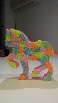 Piepschuim paard bekleed met foam clay