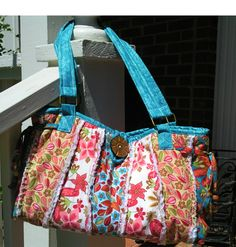 Lila Tueller bag?..pattern found here:  http://www.pinkfigdesign.com/ProductDetails.asp?ProductCode=PLT13