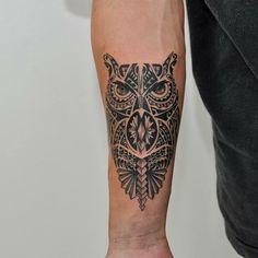 Tatuagem coruja maori por Fernando Shimizu.