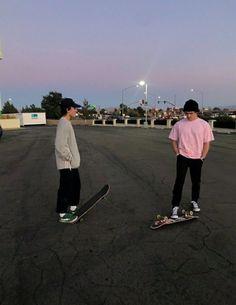 Tumbrl Boy, Look Skater, Skater Boy Style, Hot Skater Boys, Skate Boy, Skate Style, Soccer Boys, Aesthetic Boy, Aesthetic Images