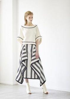 Modest Fashion, Skirt Fashion, Hijab Fashion, Fashion Dresses, Dress Pesta, Look 2018, Batik Fashion, Japan Fashion, Contemporary Fashion