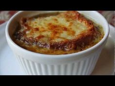 Learn how to make an American French Onion Soup Recipe! – Visit for the ingredients, and over 700 additional original video recipes! I hope you enjoy this American French Onion Soup Recipe! Onion Soup Recipes, Easy Soup Recipes, Bbc Good Food Recipes, Casserole Recipes, Cooking Recipes, Chicken Casserole, Meal Recipes, Chili Recipes, Drink Recipes