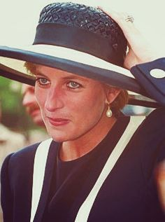 I dont cry for Diana…I cry for us.the old people. Princess Diana Family, Princess Of Wales, Prince Harry Diana, Charles And Diana, Lady Diana Spencer, Queen Of Hearts, Grace Kelly, Queen Elizabeth, Bella