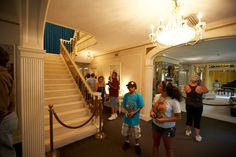 tourists visit graceland mansion with upstairs roped off memphis ...