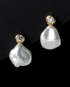 'Elsa Peretti' *Jake's birthstone is pearl. I would love to wear something that reminds me of him daily. Perle And Co, Pearl Jewelry, Pearl Earrings, Elsa Peretti, Old Hollywood Glamour, Kinds Of Shoes, Fancy Pants, Mode Style, Everyday Fashion