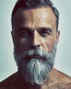 It's feasible to look stylish even while you're expanding out a beard. Beard style is just one of the royal and also traditional styles among all. Its fad is still going solid. Various face form needs different beard styles. Long Beard Styles, Hair And Beard Styles, Long Hair Styles, Beard Styles For Men Over 50, Best Beard Styles, Grey Beards, Long Beards, Pelo Hipster, Beard Growth