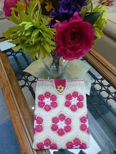 http://www.ravelry.com/projects/kerrypoos/african-flower-hexagon-crochet-tutorial