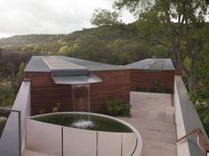 Maison écologique avec récupérateur d'eau de pluie sur le toit - Visit the website to see all pictures http://www.amenagementdesign.com/architecture/maison-ecologique-recuperateur-deau-pluie-toit