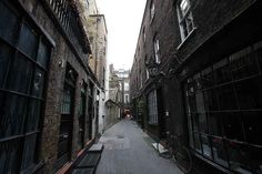 You're walking near Covent Garden, and there's Knockturn Alley. It's eerily quiet. | What It's Like When A Harry Potter Fan Makes The Journey To London