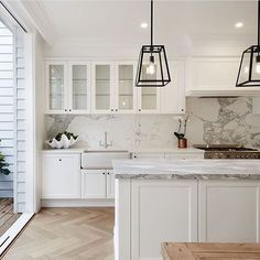 My Favourite Kitchen look. Love the white shaker cabinets, white/grey marble and wood floors. My Favourite Kitchen look. Love the white shaker cabinets, white/grey marble and wood floors. White Shaker Kitchen, White Shaker Cabinets, Shaker Style Kitchens, Cool Kitchens, White Cupboards, Shaker Doors, Home Decor Kitchen, New Kitchen, Kitchen Ideas