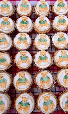Hand painted cupcakes. Teddy bear design Teddy Bear Cupcakes, Mini Cupcakes, Cupcake Cakes, Teddy Bear Design, Hand Painted Cakes, Lady, Children, Desserts, House