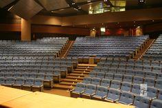 STUDIO CRIS PAOLA: Centro de Convenções Rebouças Grande Auditório. Projetado para melhor acústica e conforto, da arquiteta Cris Paola #studiocrispaola #auditório #plateia #sãopaulo #arquitetura