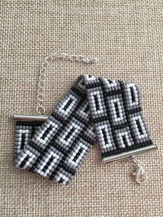 off loom beading techniques Loom Bracelet Patterns, Bead Loom Bracelets, Woven Bracelets, Bead Loom Designs, Beaded Jewelry Designs, Bead Crochet Patterns, Beading Patterns, Diy Accessoires, Tear