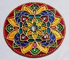 originalyexclusiva | MANDALAS Old Cd Crafts, Recycled Crafts, Diy Crafts, Angelic Symbols, Henna Candles, Cd Art, Record Art, Diwali Decorations, Plate Design