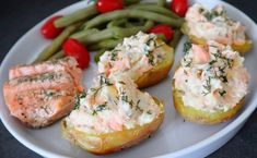 Pommes de terre farcies au saumon - 6sp Healthy Menu, Healthy Snacks, Seafood Recipes, Snack Recipes, Fish And Seafood, Salmon Burgers, Barbecue, Cooking Tips, Baked Potato