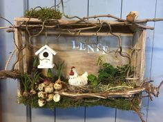 Lentekistje (dit is een workshop) Christmas Staircase Decor, Summer Centerpieces, Basket Crafts, Painted Mason Jars, Easter Wreaths, Porch Decorating, Farmhouse Decor, Diy And Crafts, Ideas