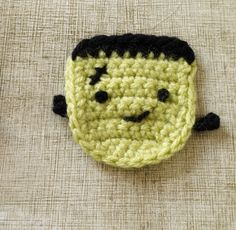 This #crochet Frankenstein's monster makes a great pin or magnet! #DIY #Halloween