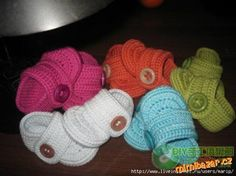 Discussion on LiveInternet - Russian Service Online Diaries Crochet Boot Socks, Crochet Baby Shoes, Crochet Baby Booties, Crochet Slippers, Crochet Clothes, Knitting For Kids, Crochet For Kids, Baby Knitting, Baby Bootees