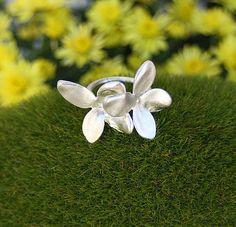 Hortensien Ring von Veij auf Etsy, €140.00