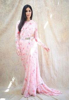 Sabyasachi 2019 Destination Wedding Lehengas, Sarees & Anarkalis - - Katrina Kaif in baby pink floral Sabyasachi saree. Source by shreyanshin - Bollywood Saree, Sabyasachi Sarees, Bollywood Fashion, Indian Sarees, Bollywood Actress, Manish Malhotra Saree, Lehenga Choli, Katrina Kaif, Saree Designs Party Wear
