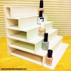 Beauty and Gardens: DIY Nail Polish shelf display