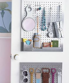 Cheap Organization Hacks for a Clutter-free Home: Pegboards organize a closet Organisation Hacks, Pegboard Organization, Organising Hacks, Organizing Ideas, Jewelry Organization, Small Bedroom Organization, Bedroom Storage, Clutter Free Home, Closet Storage