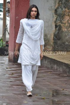 Deepika Padukone in sober white lucknowi embroidered white salwar kameez suit at a funeral. Indian Designer Suits, Indian Suits, Indian Attire, Indian Wear, Deepika Padukone Style, Punjabi Dress, Pakistani Dresses, Dress Indian Style, Desi Wear