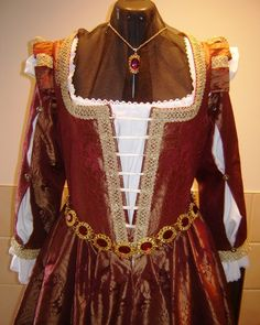 CUSTOM Renaissance Venetian Courtesan Costume Gown Dress by welldressedlady on Etsy https://www.etsy.com/listing/102200350/custom-renaissance-venetian-courtesan