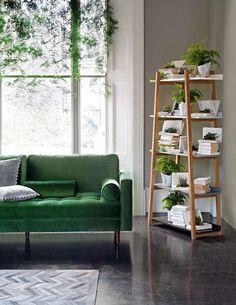 38 Green Velvet Sofa Design Ideas to Makeover Your Living Room - Possible Decor Green Rooms, Living Room Inspiration, Room Inspiration, Home And Living, Home Living Room, Interior, Green Velvet Sofa, House Interior, Room Decor