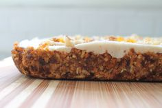Raw Carrot Cake Bites with Coconut Cream Topping Raw Vegan Recipes, Vegan Desserts, Vegan Food, Healthy Recipes, Raw Carrot Cakes, Homemade Coleslaw, Raw Nuts, Cake Bites