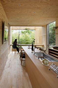 Podlahy jsou v celém domě z třešňového dřeva.