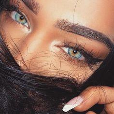 21 Stunning Makeup Looks for Green Eyes Makeup Looks For Green Eyes, Pretty Makeup Looks, Pretty Eyes, Cool Eyes, Aesthetic Eyes, Aesthetic Makeup, Aesthetic Girl, Most Beautiful Eyes, Stunning Eyes