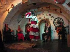 Flamenco, Cueva  Venta El Gallo Here's a club group with blazing flamenco.