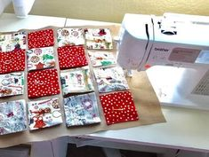 Sewing for christmas, DIY easy sewing project advent calendar to use up your fabric stash. Advent Calendar Fillers, Make An Advent Calendar, Fabric Advent Calendar, Homemade Advent Calendars, Christmas Calendar, Christmas Sewing Projects, Christmas Crafts For Gifts, Diy Sewing Projects, Christmas Fabric