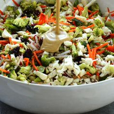 This no mayo broccoli and cauliflower salad is loaded with extra veggies, sunflower seeds, and cranberries, then tossed with a tangy and flavorful sunbutter sauce! It's a quick and easy side dish, pac Easy Potluck Recipes, Healthy Salad Recipes, Crockpot Potluck, Side Salad Recipes, Broccoli Cauliflower Salad, Plat Simple, Snacks Sains, Chard Recipes, Food For A Crowd