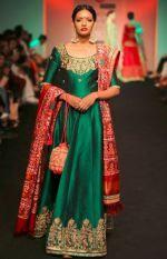 Saroj Jalan at Lakme Fashion Week - - Look 10 Fashion Week 2016, Lakme Fashion Week, Indian Attire, Indian Ethnic Wear, Ethnic Gown, Ethnic Fashion, Indian Fashion, Women's Fashion, Fashion Ideas