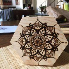 Boîte en bois avec mandala  pyrogravure