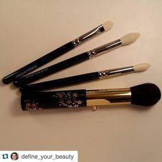 #Repost @define_your_beauty with @repostapp.  Chikuhodo retractable cheek brush and haku eyeshadow brushes. Thank you again Toshiya! #fudejapan #chikihodo #hakuhodo #hakuhodobrushes #beautyjunkie #makeupjunkie #makeupaddict #makeupporn